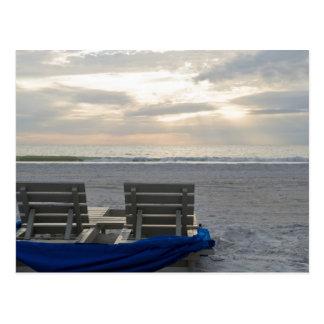 Sillas de playa en la playa del St. Pete en la Postales