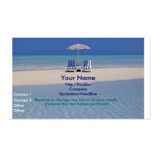 Sillas de playa en la tarjeta de visita del banco