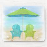 Sillas de playa, paraguas, cojín de ratón de la pl alfombrilla de raton