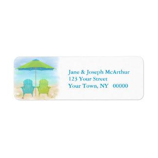 Sillas de playa, paraguas, playa etiquetas de remite