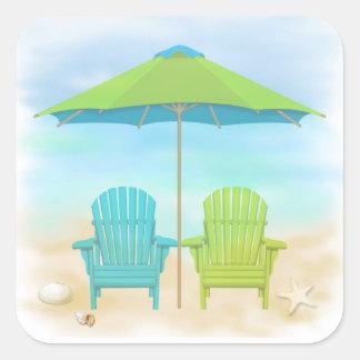 Sillas de playa, paraguas, playa pegatina cuadrada