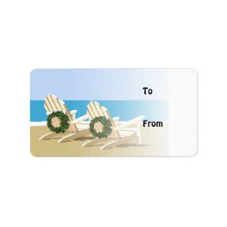 Sillas de playa y etiquetas del regalo de las etiquetas de dirección
