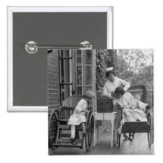 Sillas de ruedas de mimbre, los años 20 pin cuadrado