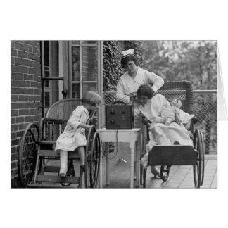 Sillas de ruedas de mimbre, los años 20 tarjeta de felicitación