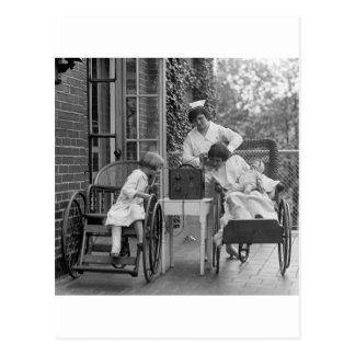 Sillas de ruedas de mimbre los años 20 postales