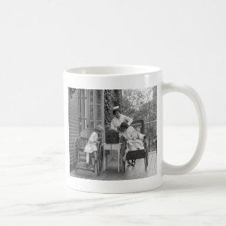 Sillas de ruedas de mimbre los años 20 tazas de café