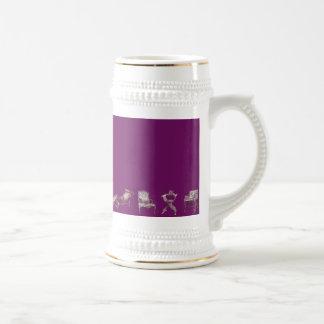 Sillas múltiples en púrpura jarra de cerveza