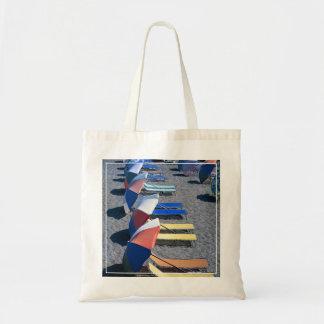 Sillas vacantes en la playa bolsa tela barata