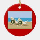 Sillas y guirnaldas de playa adorno