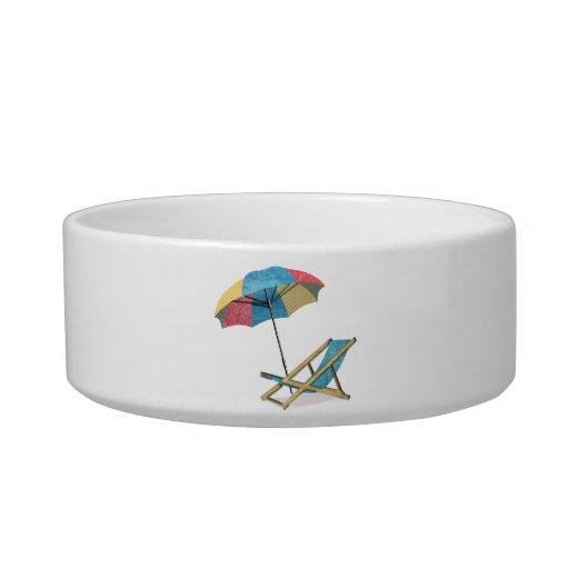Sillas y paraguas de playa de la playa tazón para comida gato