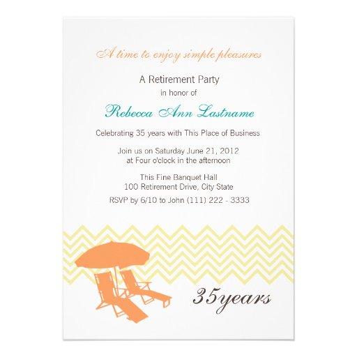 Sillas y paraguas de playa del retiro invitacion personalizada
