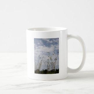 silouette del wildflower del invierno taza clásica