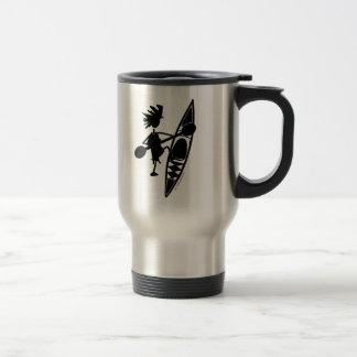 Silueta alegre de la canoa del kajak taza de café