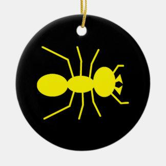 Silueta amarilla de la hormiga ornatos