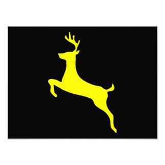Silueta amarilla de los ciervos fotografía