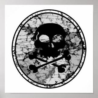 Silueta apenada B W del cráneo y de la bandera pir Poster