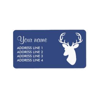 Silueta blanca de la cabeza de los ciervos en azul etiquetas de dirección