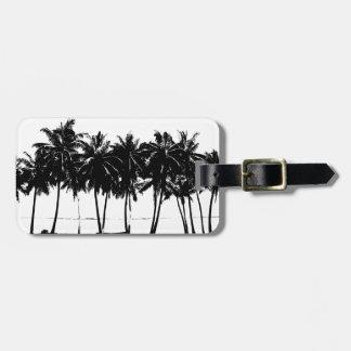 Silueta blanca negra de las palmeras etiquetas de maletas