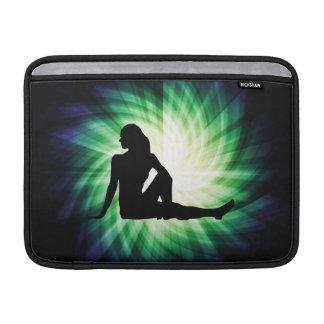 Silueta bonita de la mujer funda  MacBook