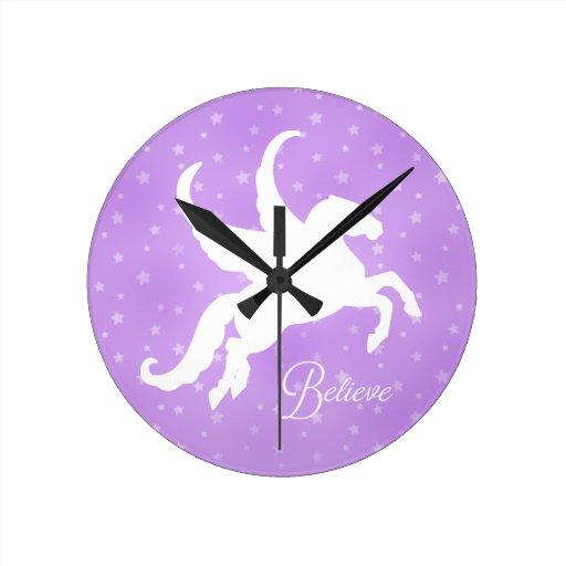 Silueta bonita de Pegaso Reloj Redondo Mediano