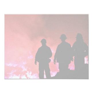 Silueta caliente del bombero invitación 10,8 x 13,9 cm