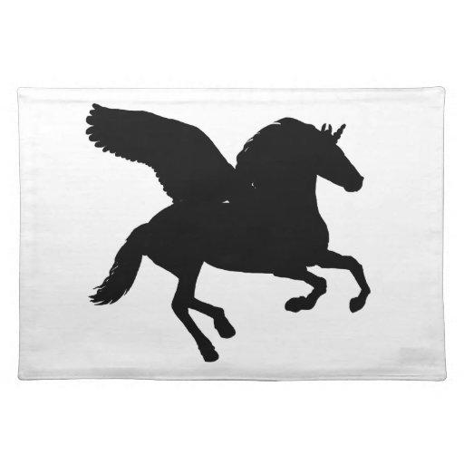 Silueta coa alas del unicornio mantel