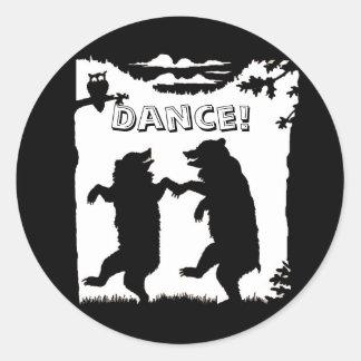 Silueta de baile del negro de los osos pegatina redonda