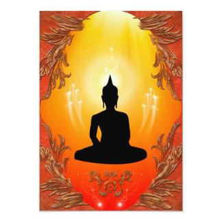 """Silueta de Buda con la luz que brilla intensamente Invitación 5"""" X 7"""""""