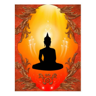 Silueta de Buda con la luz que brilla intensamente Postal