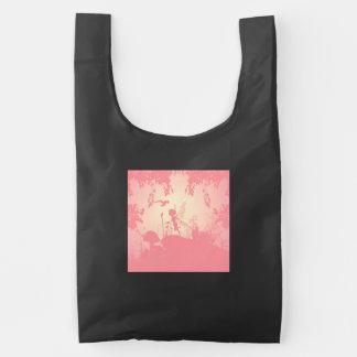 Silueta de hadas hermosa en rosa con los pájaros bolsa reutilizable