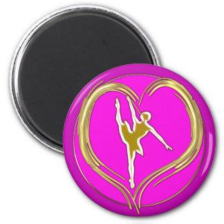 Silueta de la bailarina en corazón del oro imán redondo 5 cm