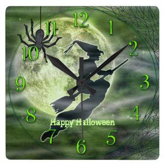 Silueta de la bruja de Halloween con la araña Reloj Cuadrado