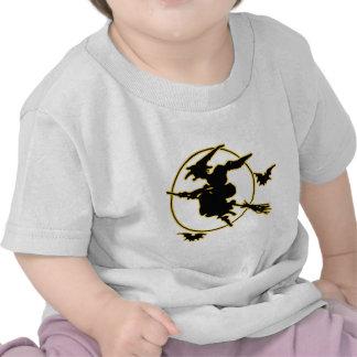 Silueta de la bruja de Halloween Camisetas