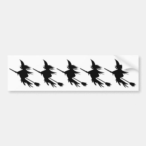 Silueta de la bruja del palo de escoba etiqueta de parachoque
