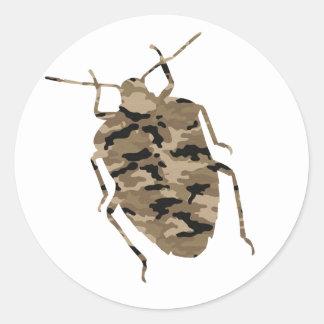 Silueta de la cucaracha del camuflaje etiqueta redonda