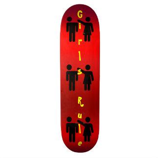 Silueta de la diversión de la regla de los chicas skate board