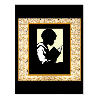 Silueta de la lectura del muchacho postales