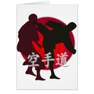 Silueta de la lucha del karate, fondo rojo del tarjeta de felicitación