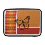 Silueta de la mariposa en naranja funda macbook air
