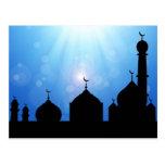 Silueta de la mezquita con el resplandor solar - p tarjetas postales