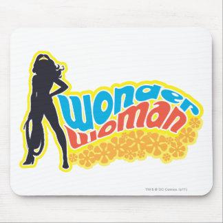 Silueta de la Mujer Maravilla Tapetes De Raton