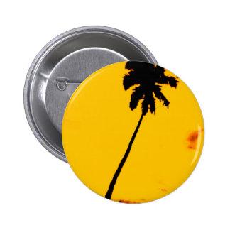 Silueta de la palmera pin redondo de 2 pulgadas