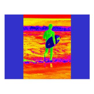 Silueta de la persona que practica surf tarjetas postales