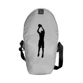 Silueta de la pistola del baloncesto bolsas messenger