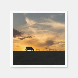 Silueta de la puesta del sol del ganado servilletas de papel