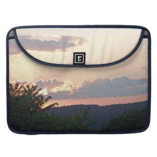 Silueta de la puesta del sol funda para macbooks
