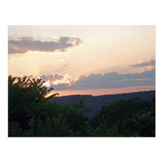 Silueta de la puesta del sol tarjeta postal