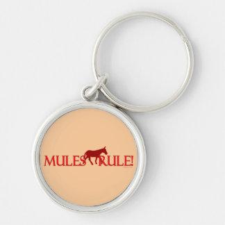 Silueta de la regla de las mulas llavero redondo plateado
