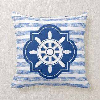 Silueta de la rueda de la nave con las rayas azule cojines