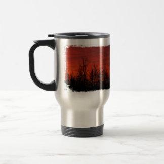 Silueta de la salida del sol taza de café